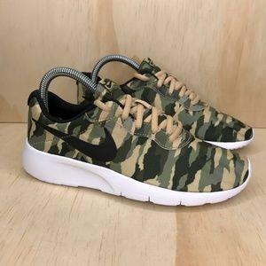 NEW Nike Tanjun Camo Green and Black